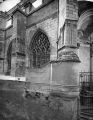 Cathédrale Saint-Maurice - Façade nord : Fenêtres et contreforts