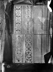 Cathédrale Saint-Jean - Vitrail des Rois mages : Fragment de bordure avec ornements