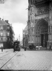 Cathédrale Saint-Pierre Saint-Paul - Portail nord de la façade ouest