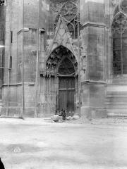 Cathédrale Sainte-Croix - Portail de la façade nord