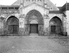 Ancienne abbaye ou prieuré Saint-Ayoul - Portail de la façade ouest