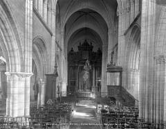 Ancienne abbaye ou prieuré Saint-Ayoul - Vue intérieure de la nef, vers le choeur