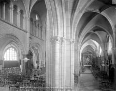 Ancienne abbaye ou prieuré Saint-Ayoul - Vue intérieure du bas-côté sud et de la nef, vers le nord-est