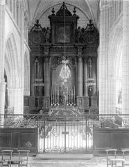 Ancienne abbaye ou prieuré Saint-Ayoul - Vue intérieure du choeur : maître-autel