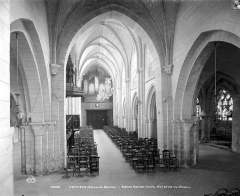 Eglise Sainte-Croix - Vue intérieure de la nef, vers l'entrée