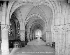 Eglise Sainte-Croix - Vue intérieure du bas-côté nord, vers l'est
