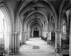 Eglise Sainte-Croix - Vue intérieure du bas-côté nord, vers l'ouest