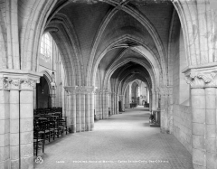 Eglise Sainte-Croix - Vue intérieure du bas-côté sud, vers l'est