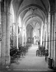 Eglise Sainte-Croix - Vue intérieure du déambulatoire, côté sud