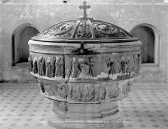 Eglise Sainte-Croix - Fonts baptismaux