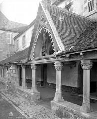 Ancien couvent des Cordelières - Cloître : galerie et porche