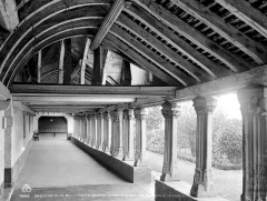 Ancien couvent des Cordelières - Cloître : vue intérieure d'une galerie