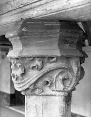 Ancien couvent des Cordelières - Cloître : Chapiteau