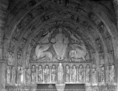 Eglise Saint-Loup - Portail de la façade ouest : Tympan et voussures