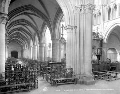 Eglise Notre-Dame - Vue intérieure du bas-côté sud et de la nef, vers le nord-ouest