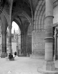 Eglise Notre-Dame et son presbytère - Porche de la façade ouest : vue intérieure
