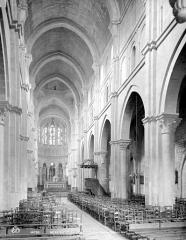 Eglise Notre-Dame et son presbytère - Vue intérieure de la nef, vers le choeur