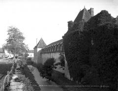 Château des Abbés de Citeaux - Douves