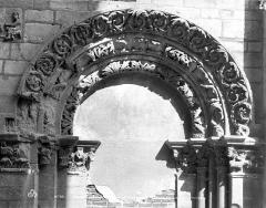 Eglise Saint-Philibert - Ancienne porte : archivolte