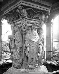 Ancienne chartreuse de Champmol, actuellement centre psychothérapique de Dijon - Puits de Moïse : Jérémy et Zacharie