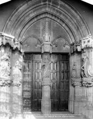 Ancienne chartreuse de Champmol, actuellement centre psychothérapique de Dijon - Ancienne chapelle : portail