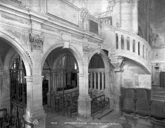 Eglise (collégiale) Saint-Pierre et Saint-Paul - Jubé : escalier
