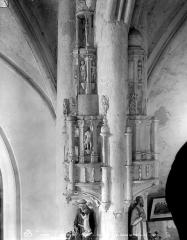 Eglise (collégiale) Saint-Pierre et Saint-Paul - Niches sculptées dans le bas-côté nord