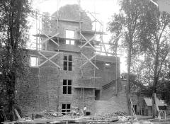 Château - Cour : pignon de façade