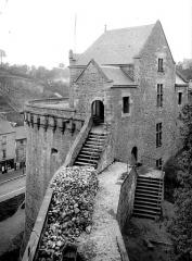 Château - Tour Surienne, côté est