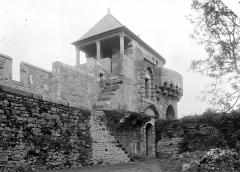 Château - Tour de la Chapelle, côté cour