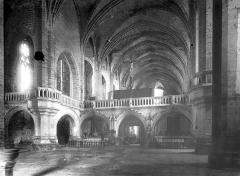 Eglise abbatiale Saint-Robert - Vue intérieure de la nef, vers le nord-est