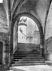Eglise paroissiale - Salle des Gardes : Escalier