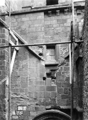 Abbaye et dépendances - Passage entre l'église et le cloître, côté nord