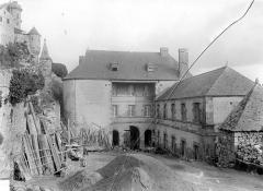 Enceinte des Fanils - Cour intérieure, côté ouest