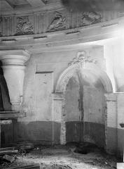 Ancien hôtel Tubeuf, ou hôtel Colbert de Torcy - Vue intérieure : porte et frise du plafond