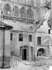 Cathédrale Saint-Etienne - Façade nord : partie inférieure du transept