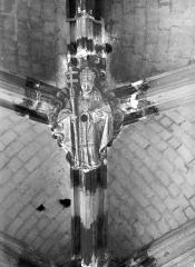 Eglise Saint-Vulfran ou ancienne collégiale - Clef de voûte : Evêque