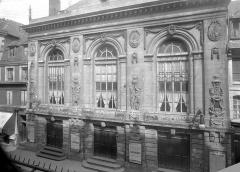 Théâtre - Façade sur rue : ensemble