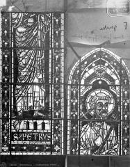 Cathédrale Saint-Etienne - Vitrail : saint Pierre