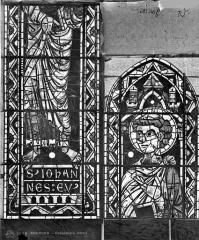 Cathédrale Saint-Etienne - Vitrail : saint Jean l'évangéliste