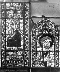 Cathédrale Saint-Etienne - Vitrail : saint André