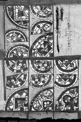 Cathédrale Saint-Etienne - Vitrail : détails ornementaux du tympan