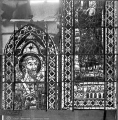 Cathédrale Saint-Etienne - Vitrail : saint Thomas