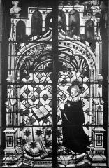 Cathédrale Notre-Dame - Vitrail de la nef : Charles V en donateur