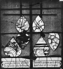 Eglise Sainte-Foy - Vitrail : fenêtre du tympan
