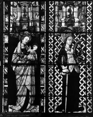 Cathédrale Saint-Etienne - Vitrail, sixième fenêtre, Vierge et l'Enfant, sainte Catherine