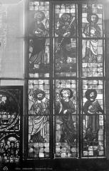 Cathédrale Saint-Etienne - Vitrail, rosace du transept nord : Apôtres
