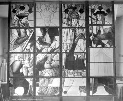 Cathédrale Saint-Pierre - Vitrail du transept sud : quatre saints personnages