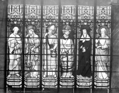 Collégiale, puis cathédrale Notre-Dame, actuellement église paroissiale Notre-Dame - Vitrail du transept sud, baie B : saints Pierre, Marguerite, Jacques, Clément, Jérôme, Paul