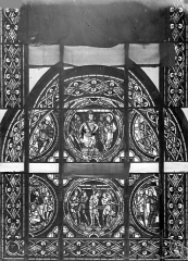 Cathédrale Saint-Pierre - Vitrail, baie A : scènes légendaires